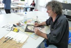 Dozent Michl Brenner in der Kunstschule Balingen